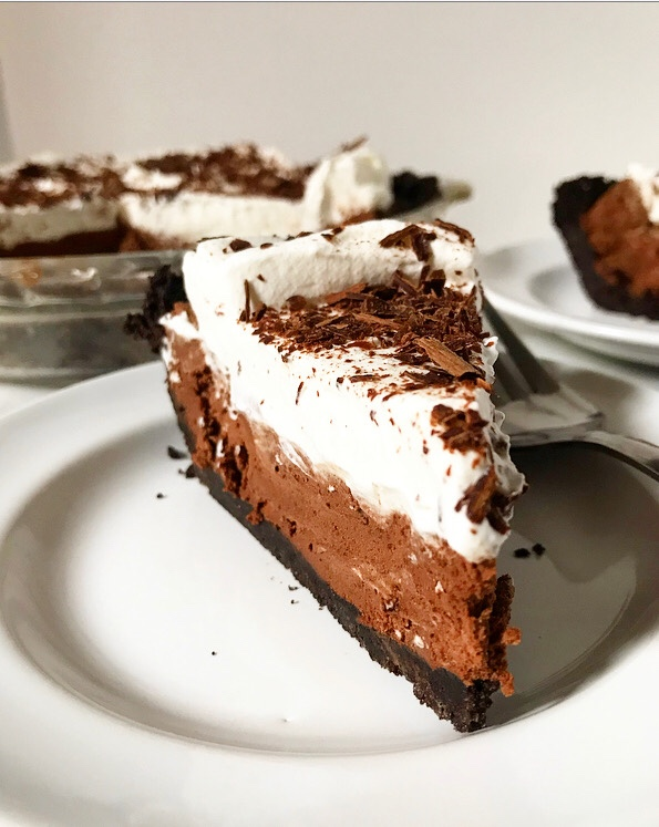 Chocolate Mousse Pie {No-Bake}