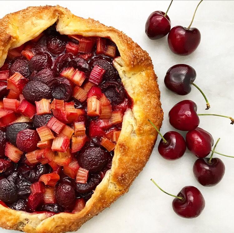 Friday Favorites: Sweet Cherries